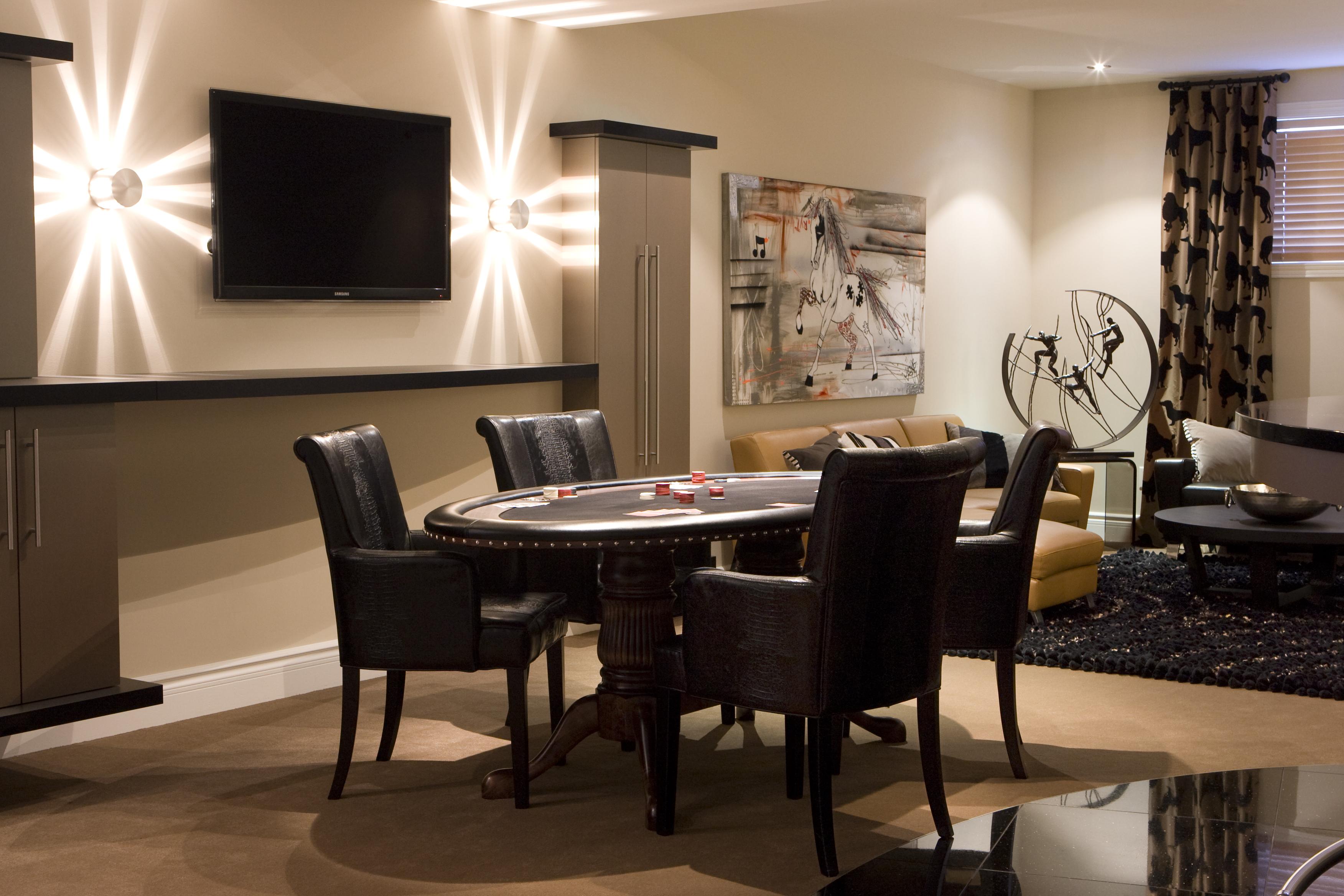 salle de jeux pour adultes un fauteuil pour deux. Black Bedroom Furniture Sets. Home Design Ideas